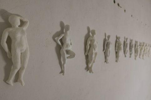 """Ramona Taterra """"Kleine, weiße Frauen"""" (2009-16)"""